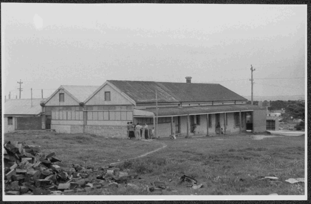 Swan Homes Anglican orphanage at old Coogee Hotel, 1942